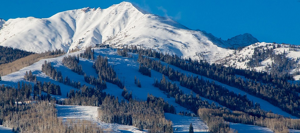Aspen ski resort Colorado USA ski holidays