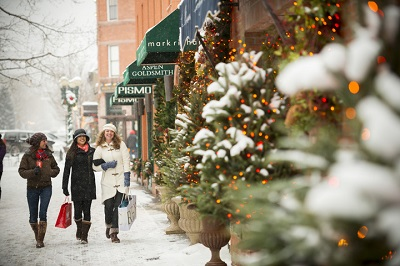 Aspen town centre activities shopping in the snow