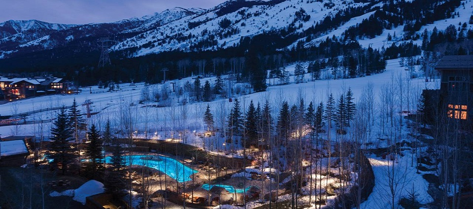 Four seasons luxury Hotel Jackson Hole ski in ski out hotel rooms USA