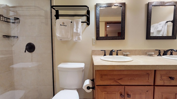 Skiing holidays in Vail in self catered apartments 3 bedroom condo bathroom