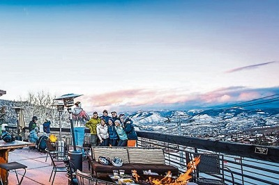 Snowmass apres ski at Venga Venga bar deck