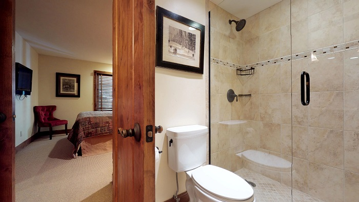 Vail apartments for 6 people Montaneros 3 bedroom apartment bathroom