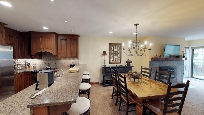 Vail self-catered holidays 2 bedroom apartment kitchen dining room