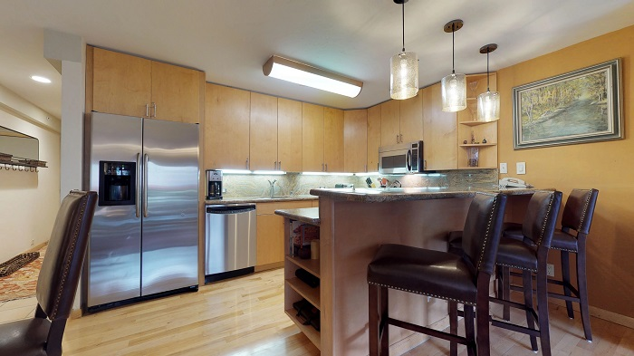 Vail ski holidays for couples Montaneros 1 bedroom self catered apartment kitchen