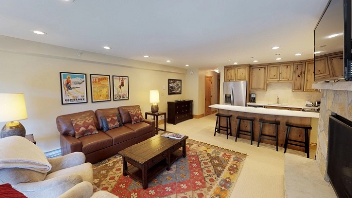 Vail ski lodge Montaneros 1 bedroom apartment lounge