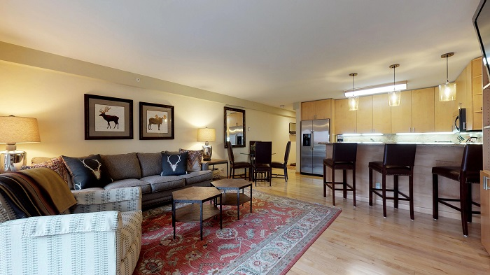 Vail skiing holiday Colorado Montaneros 1 bedroom apartment lounge dining room and kitchen
