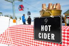 Skiing holidays in Aspen USA - hot cider on the slopes